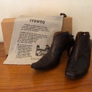 Cydwoq Vintage Skate Kitten Heel Ankle Booties. 40